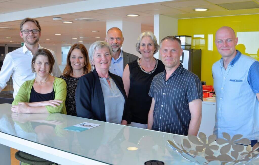 Fra venstre: Roger Lian, Susan Lee Nacey (deltok i Morten Ørbecks fravær), Trine Lise Sundnes, Ingrid Guldvik, Jarle Tømmerbakke, Vibeke Hammar Madsen, Øystein Gilje og Vegard Johansen. Marianne Lindheim og Haavard Ingvaldsen var ikke til stede da bildet ble tatt.