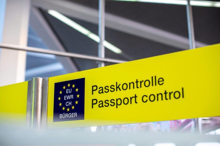 picture shows a passport controll sign in a EU country